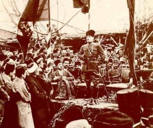 17 Mart 1923 Mersin'de Millet Bahçesinde Mersinlilere hitap ederken