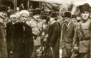 17 Mart 1923 T.B.M.M. Başkanı Gazi Mustafa Kemal, Adana'dan Mersin'e giderken