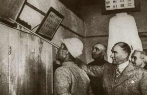 23 Haziran 1934 Cumhurbaşkanı Gazi Mustafa Kemal, İzmir (Gaziemir)'de bir askerî birlikte İran Şahı ve Başbakan İsmet İnönü ile bir Mehmetçiği sınav yaparken