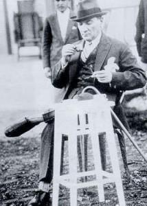 2 Haziran 1930 Cumhurbaşkanı Gazi Mustafa Kemal, Orman Çiftliği'nde kahve içerken