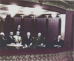 2 Temmuz 1932 I. Türk Tarih Kongresi çalışmalarını Ankara Halkevi'nde locasından izlerken