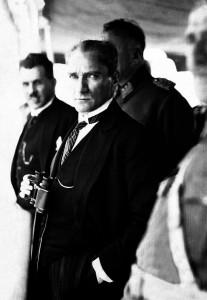 1 Temmuz 1927 Atatürk, Ertuğrul Yatı'nda Kazım Özalp ile
